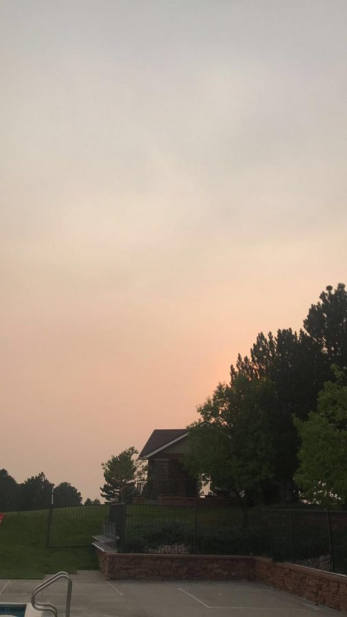 The+gradient+between+smoky+air+and+clear+skies+is+visible+above+Tallyn%E2%80%99s+Reach+pool+on+Sept.+7.+%E2%80%9CAs+a+lifeguard+the+fires+have+impacted+me+negatively+because+it+makes+it+really+difficult+to+work+outside+when+I+am+constantly+inhaling+the+ash+and+smoke%2C%E2%80%9D+said+Gabby+Burns+%2812%29.+Burns+is+a+lifeguard+who+works+at+Tallyn%E2%80%99s+Reach+and+finds+that+the+atmosphere+has+been+murky+for+the+past+few+months+in+a+way+she%E2%80%99s+never+seen+before.